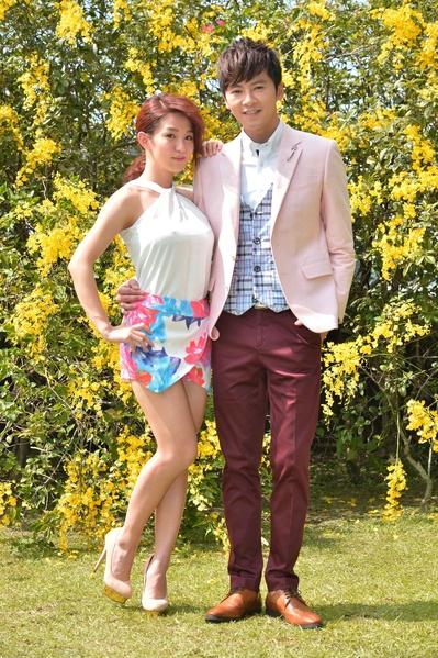 李国毅搭档郭书瑶(左),让李国毅松口气,不再为身高烦恼。(三立提供)