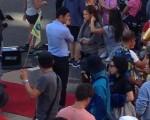 《横冲直撞好莱坞》拍片现场,黄晓明、赵薇对戏。(大纪元读者提供)