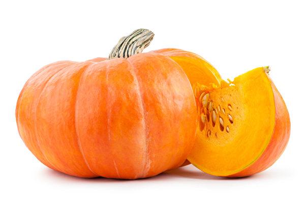 南瓜又叫金瓜,含大量果胶,可保护胃壁,减少胃溃疡症状。(Fotolia)