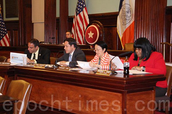 10月6日,市議會交通委員會就MTA的2015年到2019年的資本計劃召開聽證會。(任倩雪/大紀元)