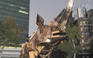 草悟廣場戶外藝術   5噸金剛犀牛現身
