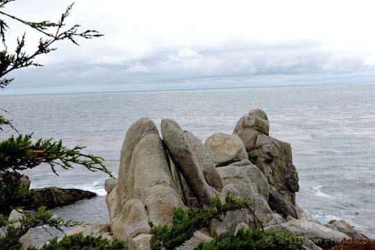 海岸礁石(地圖上的景點14﹣15)(王文藝/大紀元)