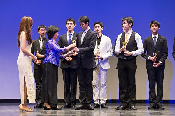 第六屆「全世界中國古典舞大賽」李宇軒獲得少年男子組的金獎。(戴兵/大紀元)