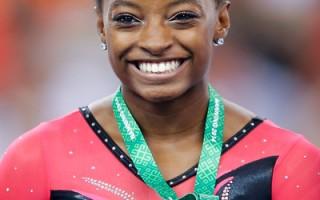 美国新星拜尔斯揽四金  称霸女子体操