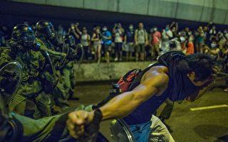 港媒:港民目擊一批大陸警察進香港警署
