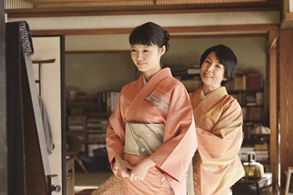《神的病历簿2》由第一集原班人马再度携手合作,宫崎葵(左)将在片中再度诠释感动人心的演技。(采昌国际提供)