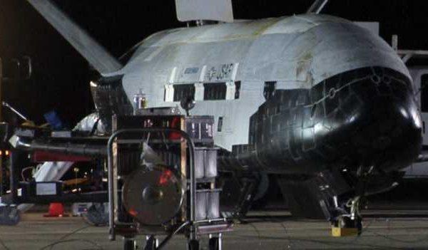 美國航天飛機結束神秘任務返航