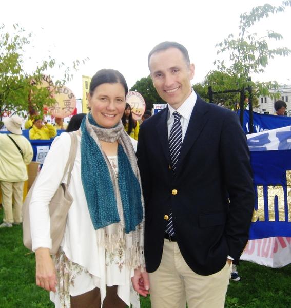 瑞典國王創業獎獲得者瓦西柳斯‧祖樸尼第斯先生與夫人。(明慧網)