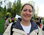 來自德國的法輪功學員蒙特女士在舊金山中領館前(明慧網)