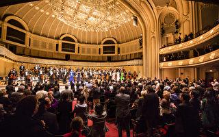 神韻交響樂團芝加哥首演 全場起立鼓掌致謝