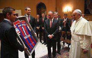 德國拜仁球隊拜見教皇 捐贈100萬歐元