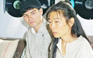 凤小岳腼腆受教 母亲传授表演