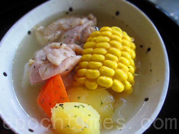 蔬菜汇鸡汤轻简餐(摄影:家和/大纪元)