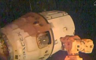 美国SpaceX公司无人太空船飞龙号(Dragon)10月25日降落太平洋海面。(NASA/AFP)