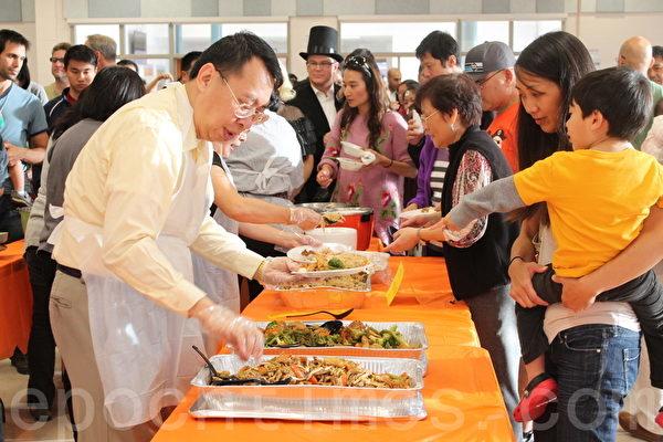 """在卡宾.约翰中学校举办的第三届""""台湾饭,台湾Fun""""活动。(何伊/大纪元)"""