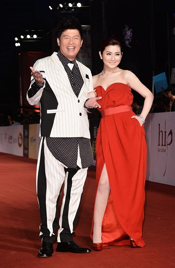 第49屆金鐘獎主持人曾國城Selina走星光大道。(中天提供)