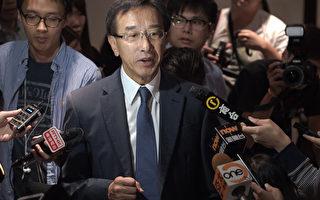 香港自由黨黨魁田北俊(中)因促梁振英辭職,於10月29日遭中共全國政協撤銷政協委員資格。隨即他表示願辭去黨魁一職後以個人身份為港人發聲。(Nicolas ASFOURI/AFP)