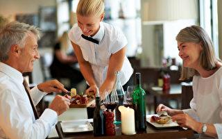 美外出就餐人數增加  預示經濟改善