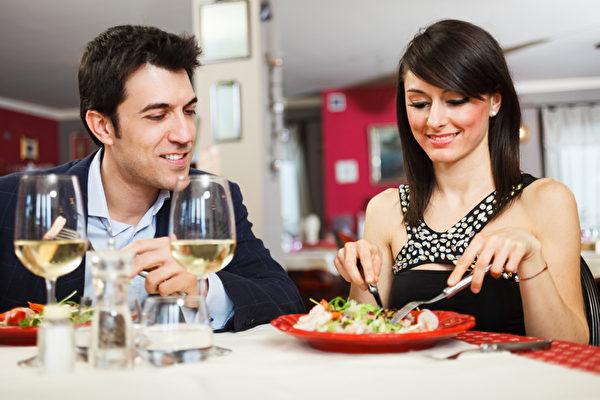吃饭细嚼慢咽有益健康。(fotolia)