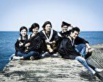 五人幫畢業照,左起為許瑋甯、林心如、鄒承恩、謝佳見、楊一展。(公視提供)