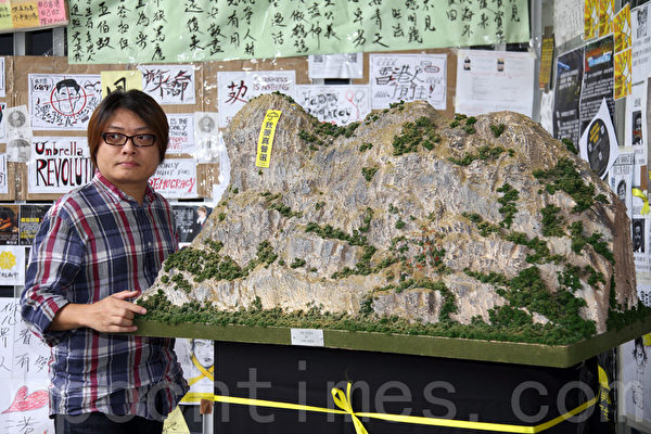 11月3日,香港雨傘運動進入第37天,金鐘的雨傘廣場除了帳篷林立外,香港人的創意也發揮的淋漓盡致,充分表達真普選的訴求。(潘在殊/大紀元)