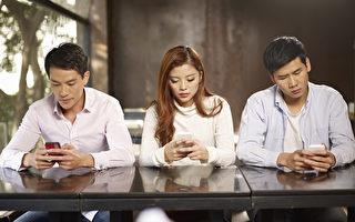 时时当手机低头族 对身体多重伤害