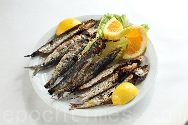 酥脆鮮美的干炸沙丁魚(Sardine)(張學慧/大紀元)