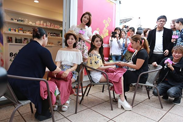 專程從日本沖繩來台的專業師傅,專業手法和特殊的精油讓Dream Girls覺得很像回到了沖繩。(斐藝整合提供)