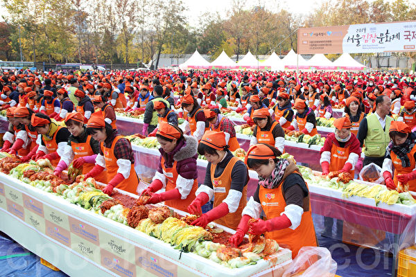 """为期3天的""""2014首尔泡菜文化节""""于11月16日落下帷幕,这也是韩国历届规模最大的泡菜庆典。(全宇/大纪元)"""