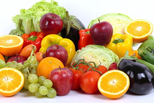 台湾毒物权威林杰梁遗孀、长庚医院毒物实验室护理师谭敦慈女士介绍怎么吃才安全。图为水果和蔬菜。(fotolia)