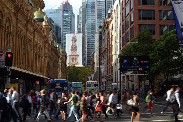 研究顯示,超過40%的澳洲人,感覺工作無保障,加上僱主期望僱員工作時間延長,導致了澳人加班時間增加,比以前更難在工作和生活找到平衡。(SAEED KHAN/AFP/Getty Images)