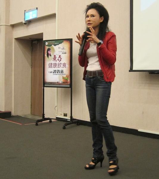 台湾毒物权威林杰梁遗孀、长庚医院毒物实验室护理师谭敦慈女士。(钟元/大纪元)