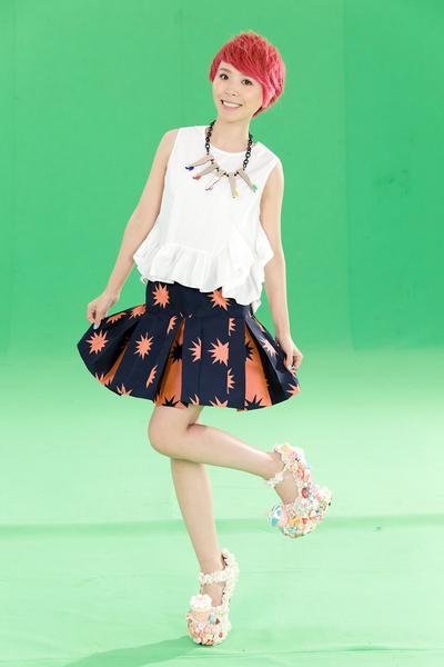 黄雅莉拍《恋爱烘焙中》MV。(种子音乐提供)