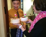 拍攝當天是林佑威生日,魏蔓送上蛋糕幫他慶生。(三立提供)