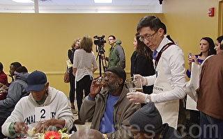 救濟中心免費午餐供600游民