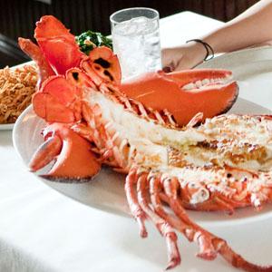 图:棕榈餐厅的烤龙虾(The Palm Restaurant 商家提供)