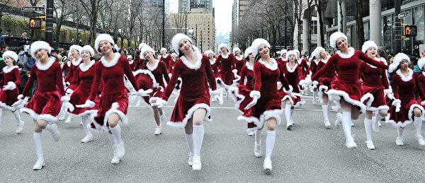 2013年温哥华圣诞大游行,舞蹈学生踩着欢快的舞步。(大纪元图片)