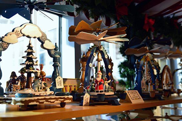 温哥华圣诞市场里精致的欧洲手工艺品琳琅满目。(大纪元图片)