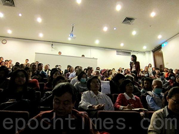 """台湾国立国父纪念馆邀请台湾毒物权威林杰梁遗孀、长庚医院毒物实验室护理师谭敦慈女士演讲""""无毒健康饮食"""",现场听众爆满。(钟元/大纪元)"""
