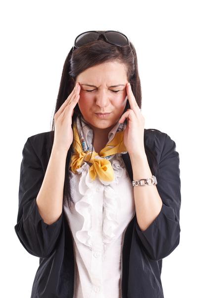 看萤幕太久,使眼球充血,甚至脑内也因血量增多,而造成头昏脑胀,视物不清。让眼睛离开萤幕休息一下可恢复眼睛疲劳。(Fotolia)