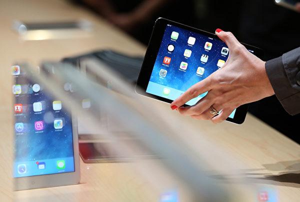 iPad Mini搭載Retina螢幕以及OS X Mavericks。(Justin Sullivan/Getty Images)