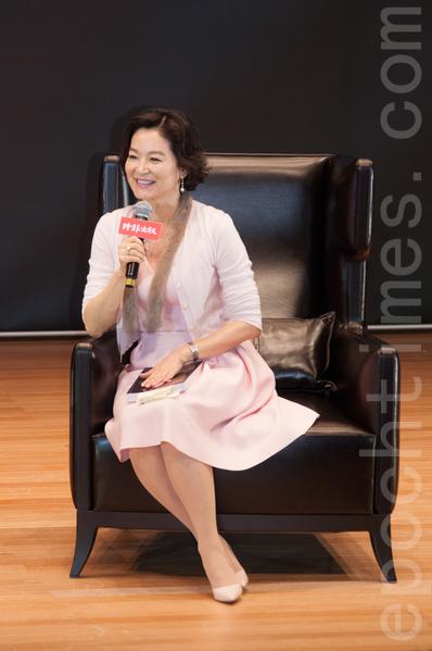 林青霞出席《雲來雲去》新書發表會。(王仁駿/大紀元)