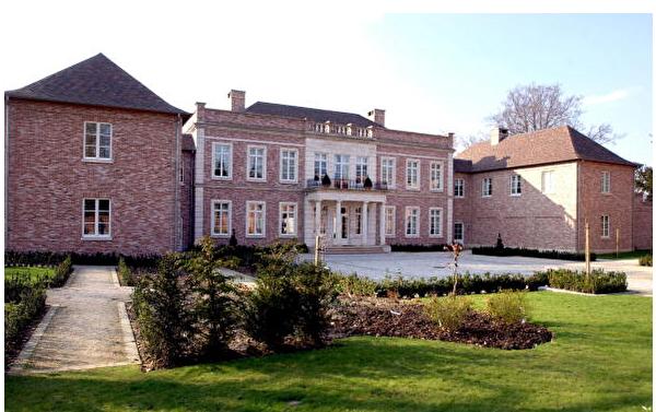 建於1998年,是阿斯特麗德(Astrid)公主(現任比利時國王菲利普的妹妹)及其家人的住所。產權歸王室信託基金所有。(ERIC VIDAL/AFP/GettyImages