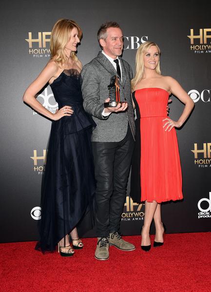 2014年11月14日,《走出荒野》导演瓦利获得好莱坞年度电影奖最具突破导演奖,与瑞茜•威瑟斯彭(右)、劳拉•邓恩合影。(Jason Merritt/Getty Images)
