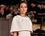 2014年11月25日,安吉丽娜•朱莉出席《坚不可摧》伦敦首映式。(Anthony Harvey/Getty Images)