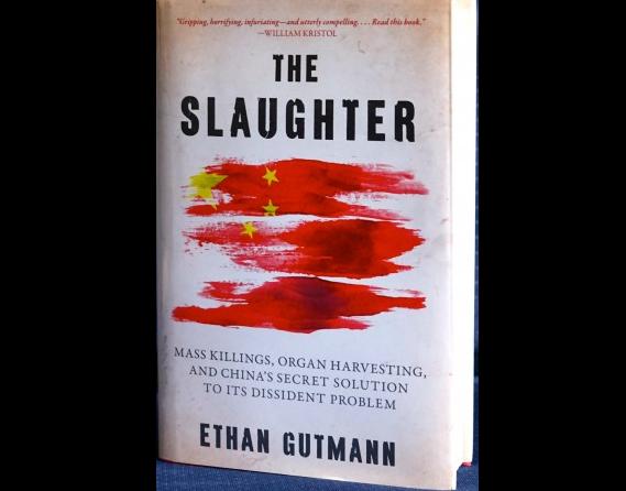 伊森•葛特曼(Ethan Gutmann),2014年8月發表的英文版《大屠殺:大規模屠殺,活摘器官,中共對異議人士的秘密解決方式》(Pam McLennan/大紀元)