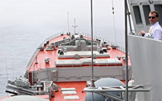2010年7月4日,当时的俄罗斯总统德米特里‧梅德韦杰夫(Dmitry Medvedev)在俄罗斯远东太平洋海域的核导弹巡洋舰彼得大帝(Peter the Great)上。(Photo credit should read MIKHAIL KLIMENTYEV/AFP/Getty Images)