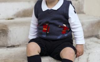 英国威廉王子夫妇迎圣诞发小王子萌照