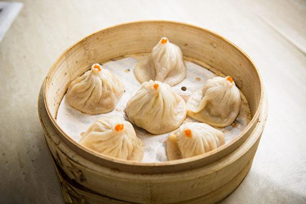 皮薄、馅多、汁满、味香的上海小笼包(大纪元图片)