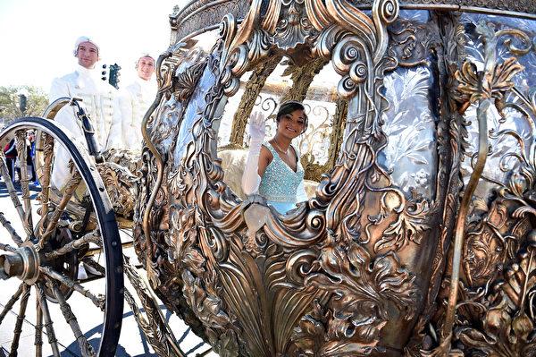 2014年12月9日,美國奧蘭多迪士尼樂園日前舉行花車遊行,今年的主題是《冰雪奇緣聖誕慶典》。(Mark Ashman/Disney Parks via Getty Image)